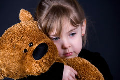 Meisje met teddy haar Stock Afbeeldingen