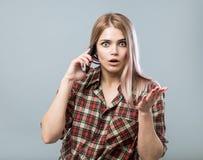 Meisje met telefoon Stock Afbeelding