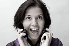 Meisje met telefoonhoofden Stock Afbeelding