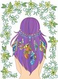 Meisje met veren in haar haar en bloemenpatroon Stock Foto's
