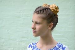 Meisje met vlechten het Frans en bossen Royalty-vrije Stock Afbeelding