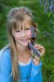 Meisje met vlinder. royalty-vrije stock afbeelding