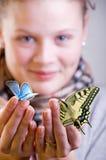 Meisje met vlinders Stock Afbeelding