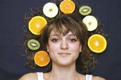 Meisje met vruchten Stock Foto's