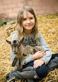 Meisje met weinig geit Royalty-vrije Stock Foto
