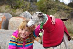 Meisje met whippet bij park Royalty-vrije Stock Foto's