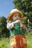 Meisje met wilde aardbei Royalty-vrije Stock Afbeelding