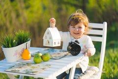 Meisje met Wit Huis Royalty-vrije Stock Foto