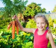 Meisje met wortel royalty-vrije stock foto