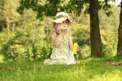 Meisje met zeepbels Royalty-vrije Stock Afbeeldingen