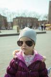 Meisje met zonnebril Stock Afbeelding