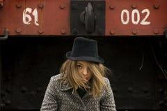 Meisje met zwarte hoed Stock Foto's