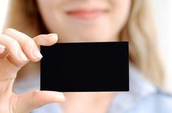 Meisje met zwarte kaart Stock Foto