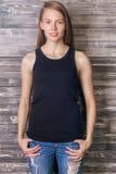 Meisje in mouwloos onderhemd Royalty-vrije Stock Foto's