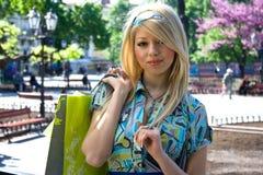 Meisje na het winkelen Royalty-vrije Stock Afbeeldingen