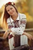 Meisje in nationale kleren stock foto's