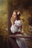 Meisje in nationale kleren royalty-vrije stock foto's