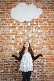 Meisje onder Witte Kartonregendruppels stock foto's