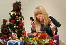 Meisje ongelukkig over verkeerde Kerstmisgift Royalty-vrije Stock Afbeeldingen
