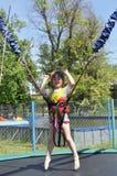 Meisje op bungee. Stock Foto