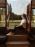 Meisje op de boot stock foto