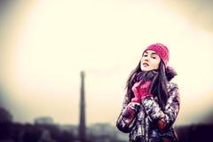 Meisje op de bovenkant van de hoge bouw Royalty-vrije Stock Fotografie