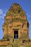 Meisje op de bovenkant van Phnom Bakheng Stock Foto