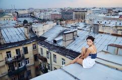 Meisje op de daken Royalty-vrije Stock Foto's