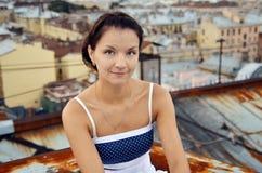 Meisje op de daken Royalty-vrije Stock Afbeeldingen