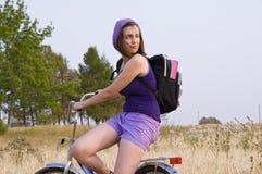 Meisje op de fiets royalty-vrije stock fotografie