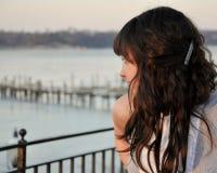 Meisje op de Rivier royalty-vrije stock fotografie