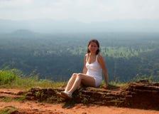 Meisje op de rots Royalty-vrije Stock Foto