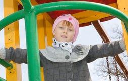 Meisje op de spelgrond Stock Foto's
