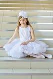Meisje op de stappen stock afbeelding
