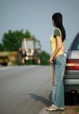 Meisje op de weg stock foto's
