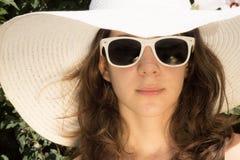 Meisje op de zomermanier Royalty-vrije Stock Foto