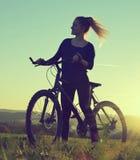 Meisje op een fiets Stock Fotografie