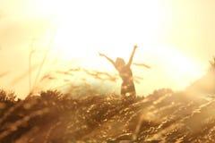 Meisje op een gouden de zomerdag Royalty-vrije Stock Foto's