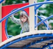 Meisje op een speelplaats Stock Afbeelding