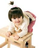 Meisje op een stoel Royalty-vrije Stock Foto