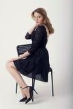 Meisje op een stoel Stock Fotografie