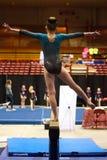 Meisje op Evenwichtsbalkbars Royalty-vrije Stock Foto's