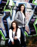 Meisje op graffitimuur 7 royalty-vrije stock afbeeldingen