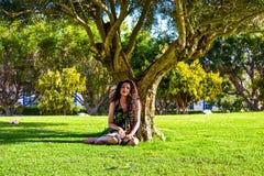 Meisje op het park royalty-vrije stock afbeelding