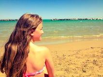 Meisje op het strand Royalty-vrije Stock Foto's