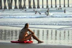 Meisje op het strand royalty-vrije stock afbeelding