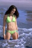 Meisje op het strand Stock Foto