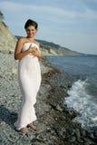 Meisje op het strand in stof Royalty-vrije Stock Foto