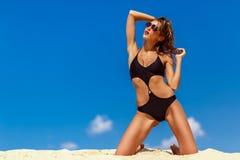 Meisje op het zand Stock Fotografie