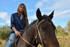 Meisje op horseback Stock Foto's